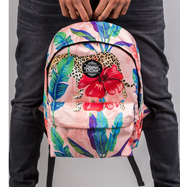 9a3748777f454 für ein vollkommenes und originelles Outfit Rucksack Gepard hinter Blumen.  Geschenktipp ...