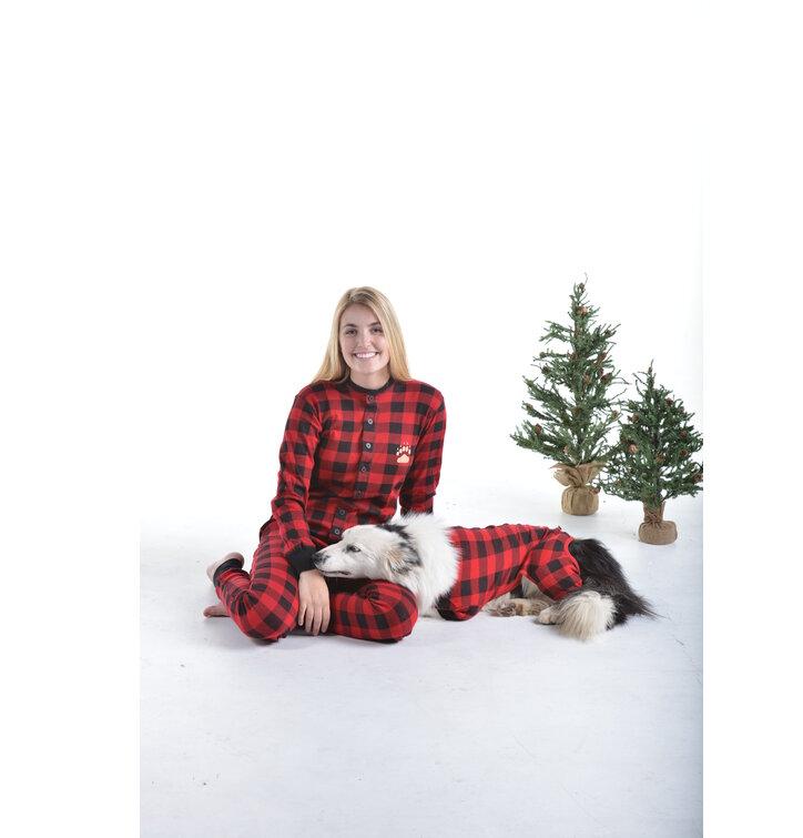 Hledáte originální a neobvyklý dárek  Obdarovaného zaručeně překvapí Červený  károvaný pyžamový overal Medvědí zadečky d306c680ce