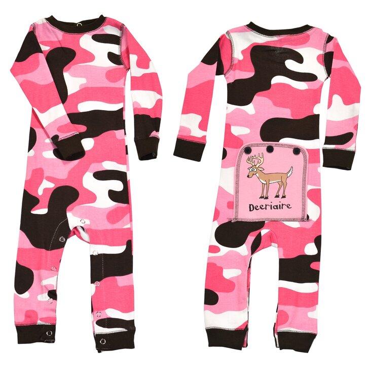Lifestyle fotó Egyrészes Kék Gyermek Pizsama – Katonai Motívum – Rózsaszín  - Csecsemő d0a51f282c