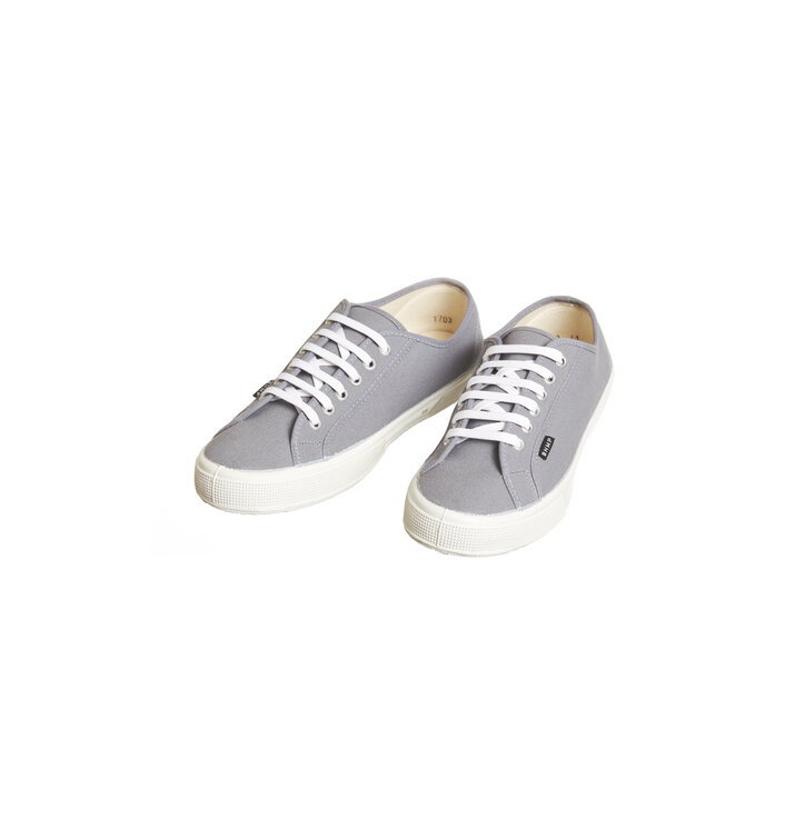 f2dd34db3f01 Lifestyle foto Pánske plátené konopné tenisky sivo-biele