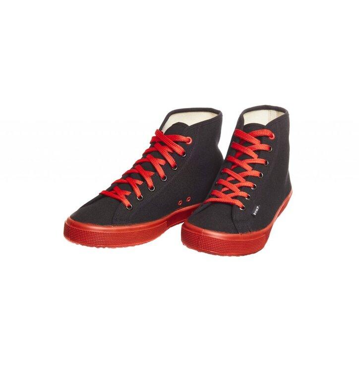 ac2b6fe25b Lifestyle foto Pánske vysoké červeno-čierne tenisky z konopnej látky