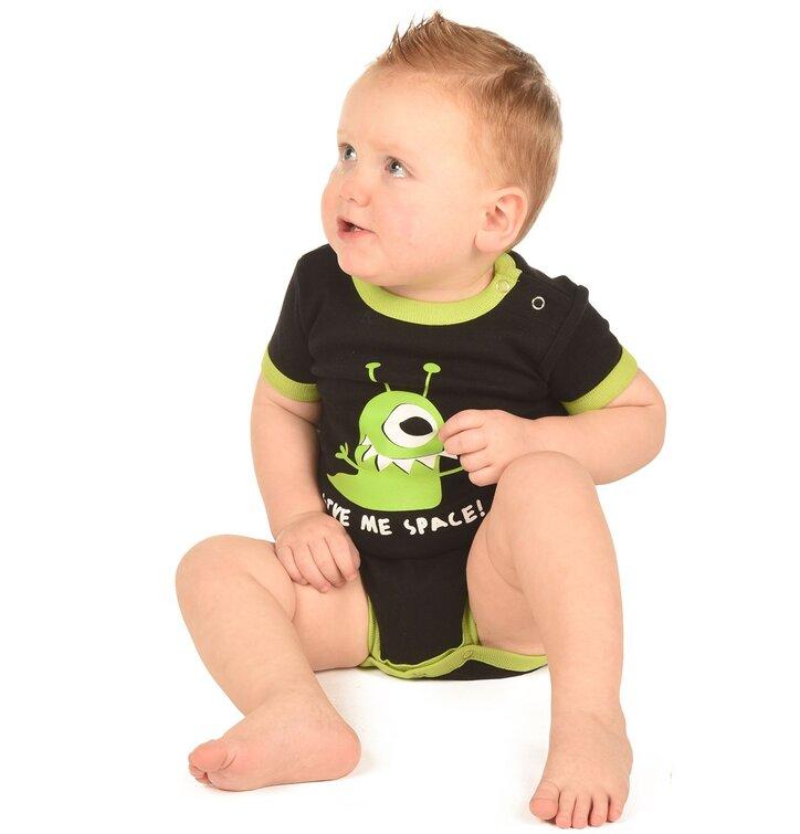 schwarzer baby strampler mit ein ugigem alien f r junge dedoles. Black Bedroom Furniture Sets. Home Design Ideas