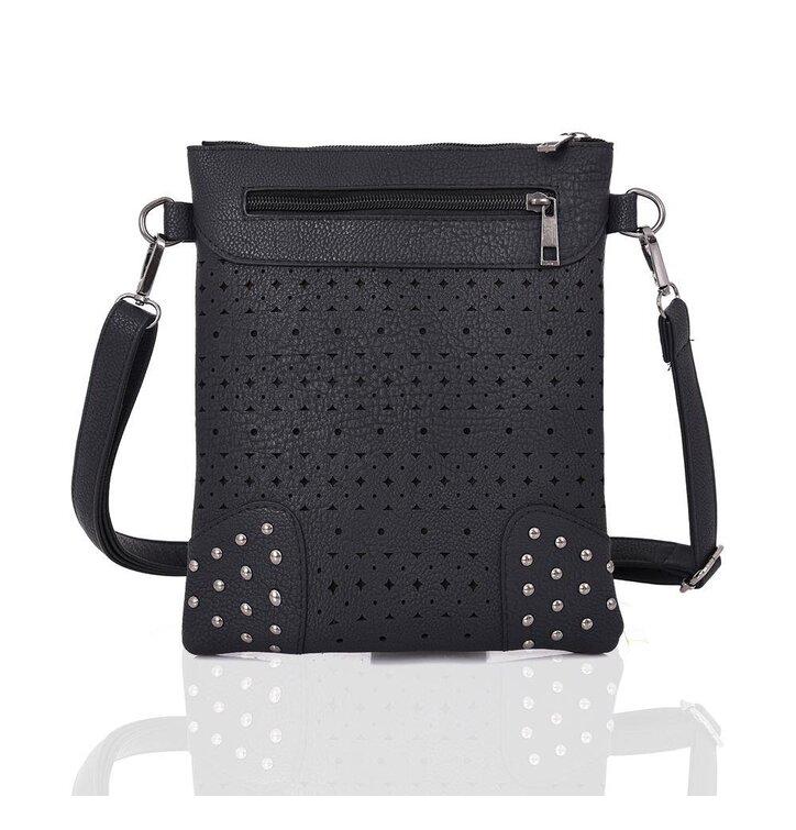 Čierna kabelka s vyrezávaným motívom