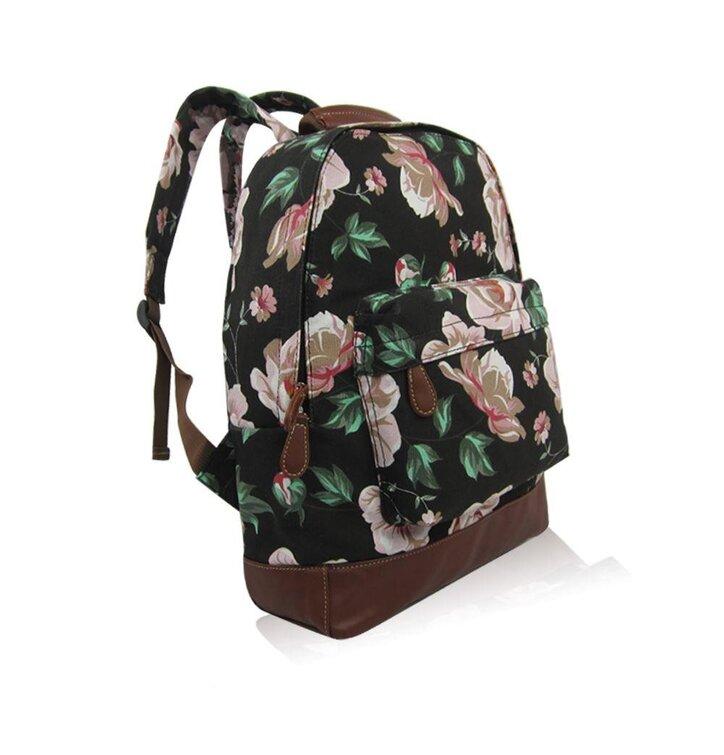 Lifestyle foto Černý batoh s jednou kapsou Floral · Výjimečný dárek od  Dedoles ... 5e1cf5326a