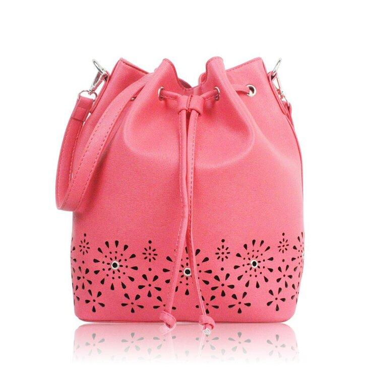 b09671b62a38 Pre dokonalý a originálny outfit Koralová vaková kabelka Alice