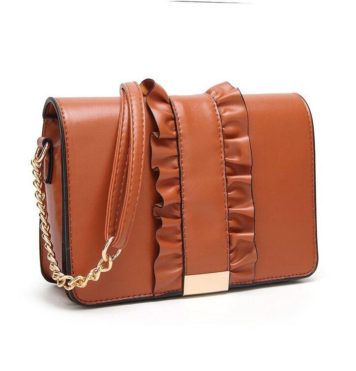 bd2c68af70 Hľadáte originálny a nezvyčajný darček  Obdarovaného zaručene prekvapí Oranžová  kabelka s volánom Florence