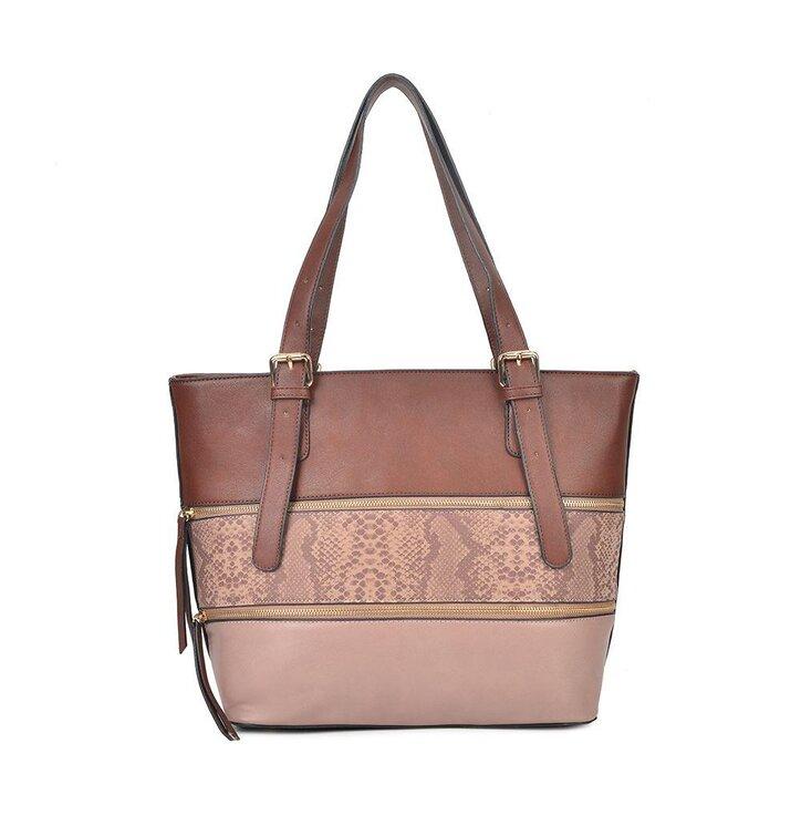 Lifestyle foto Ružová kabelka na rameno s hadím motívom Paresh ec2dc6b774c
