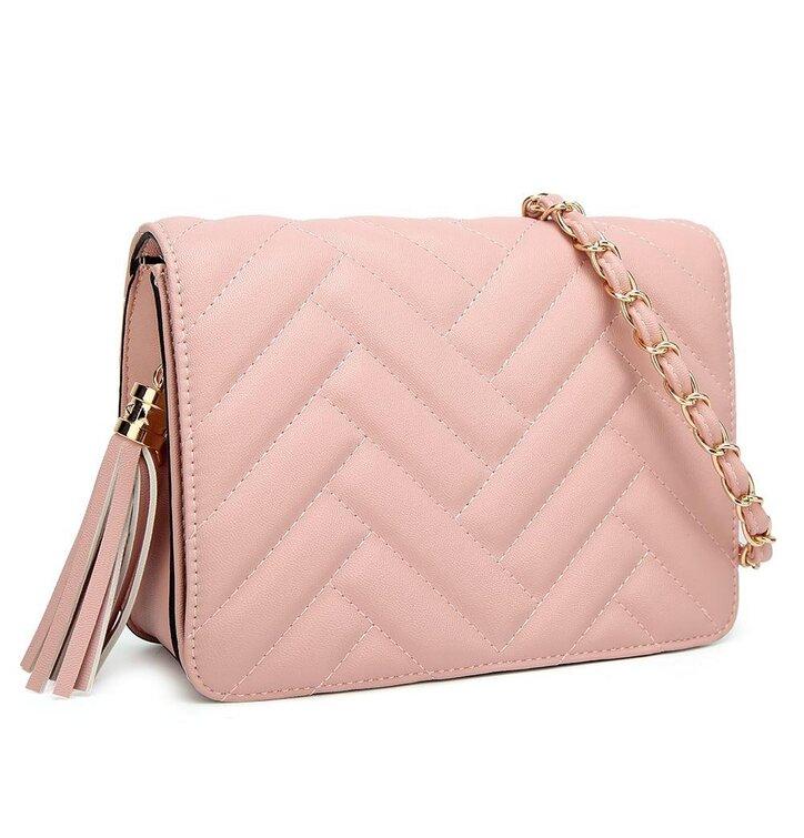 Hledáte originální a neobvyklý dárek  Obdarovaného zaručeně překvapí Růžová  kabelka s řetízkem Eda 5e52b54954f