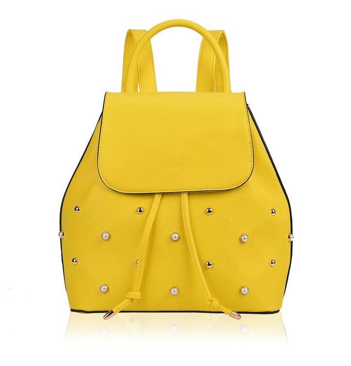 Hledáte originální a neobvyklý dárek  Obdarovaného zaručeně překvapí Žlutý  batoh z PU kůže Olivia 5ac23b424d