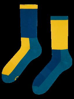 Plave i žute sportske čarape