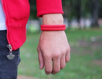 Rotes Paracord-Armband Fisch