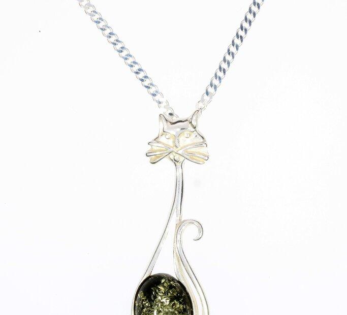 Strieborný náhrdelník so zeleným jantárom Hrdá mačka
