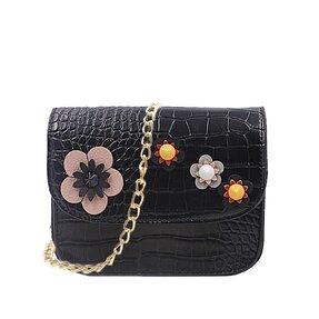 5973ccc58097 Fekete kézitáska lánccal Varott virágok
