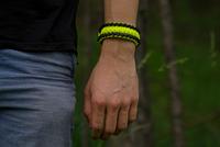 Gele Paracord-armband Salvadora met vuurstarter, kompas en fluitje