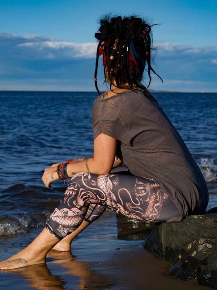 Lifestyle fotó Női sportos elasztikus leggings Kínai sárkány