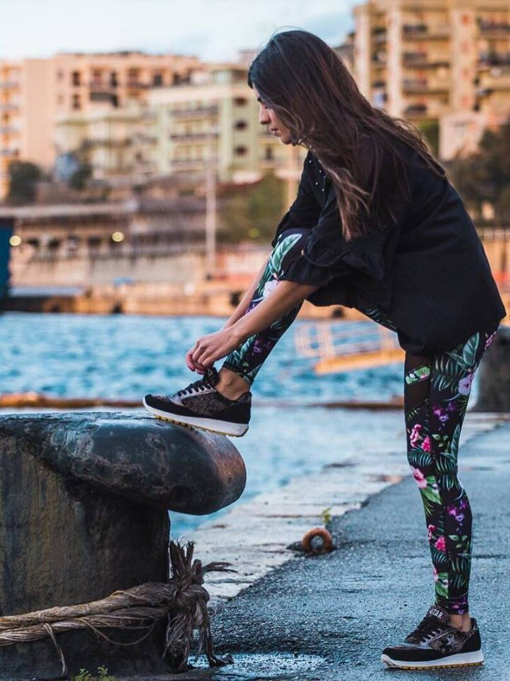 Pre dokonalý a originálny outfit Ženske mrežaste športne pajkice Tropsko cvetje