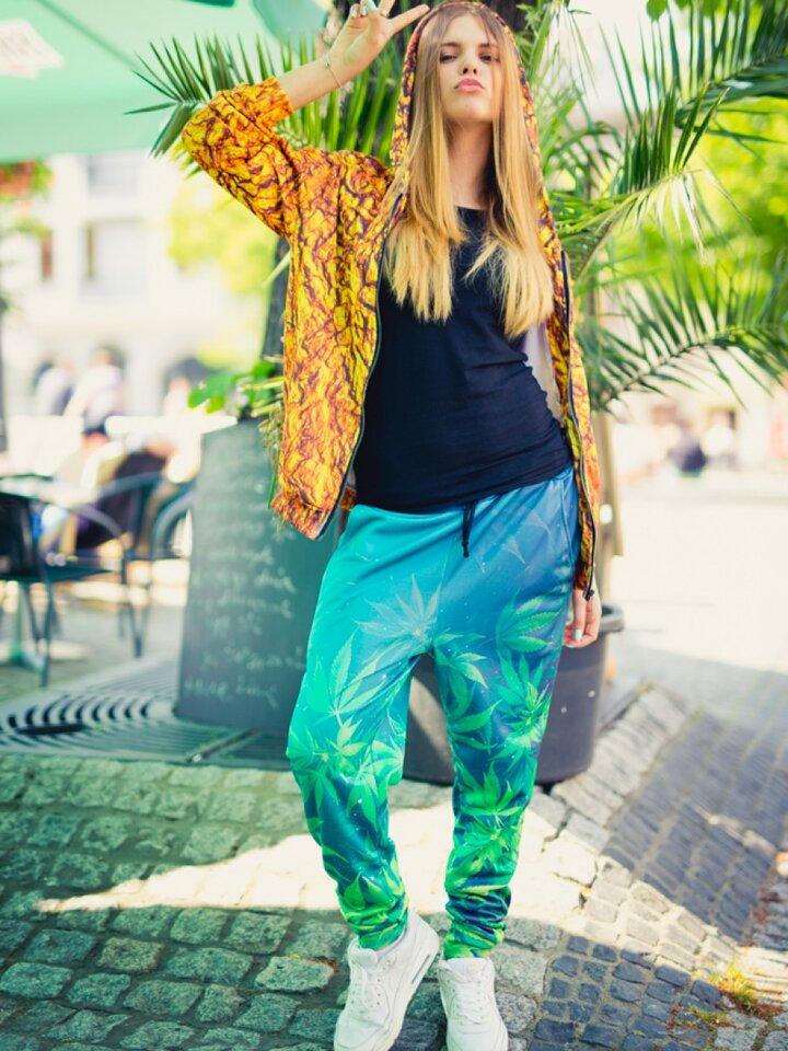 Zdjęcie lifestyle Unique Aladdin Sweatpants Mary Jane