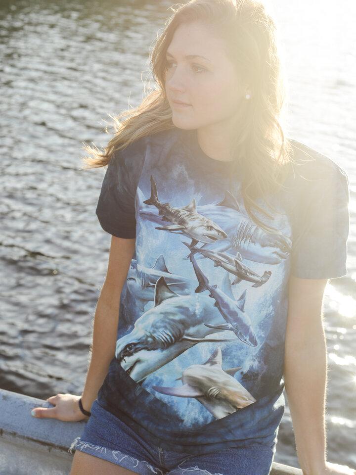 Căutați cadou unic și original? Va bucura enorm sărbătoritul Shark Collage Adult