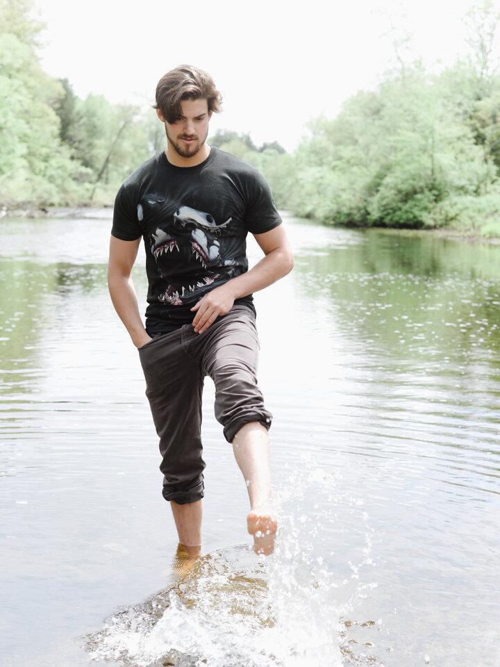 Rabatt T-Shirt Wütender Haifisch