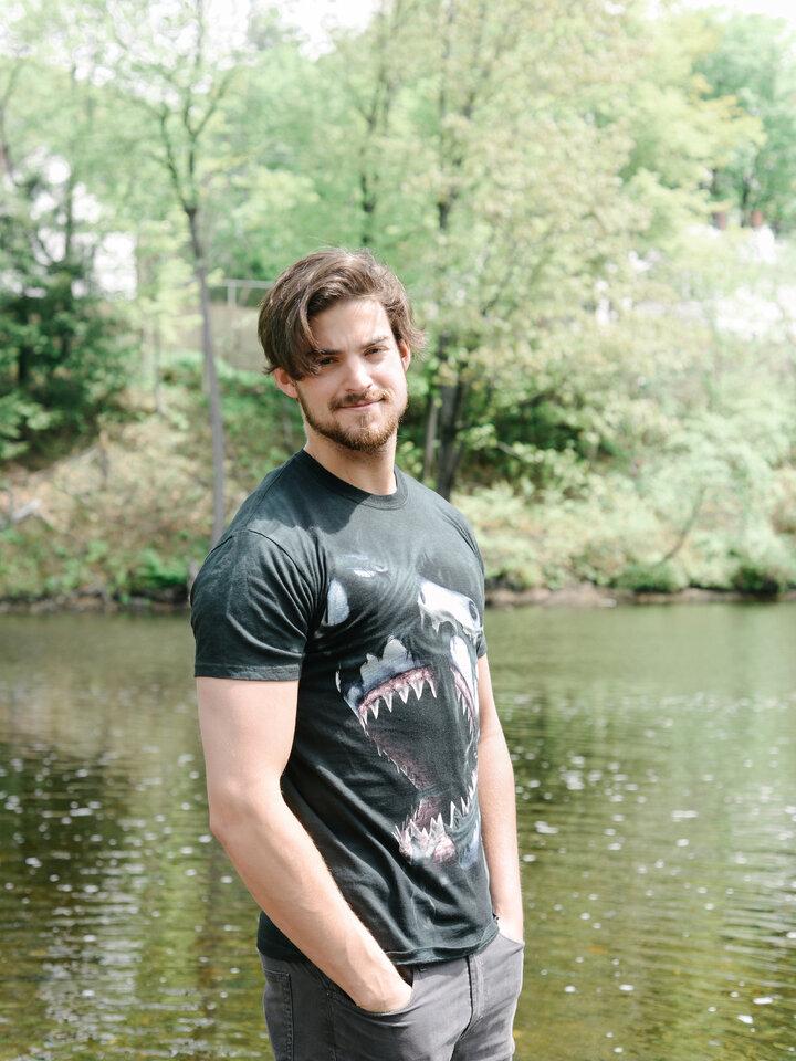 Geschenk von Dedoles T-Shirt Wütender Haifisch