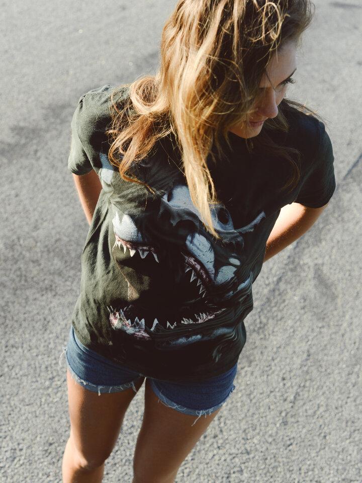 Suchen Sie ein originelles und außergewöhliches Geschenk? überrascht den Beschenkten sicher T-Shirt Wütender Haifisch