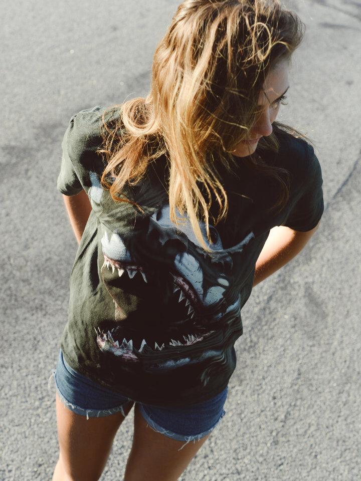 für ein vollkommenes und originelles Outfit T-Shirt Wütender Haifisch