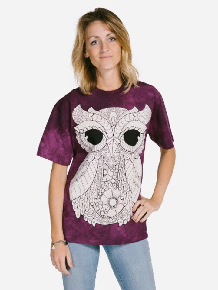 Lifestyle foto Mandala vyfarbovacie tričko Sova na fialovom