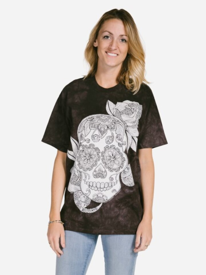 Looking for an original and unusual gift? The gifted person will surely surprise with Mandala Colouring T-shirt Sugar Skull