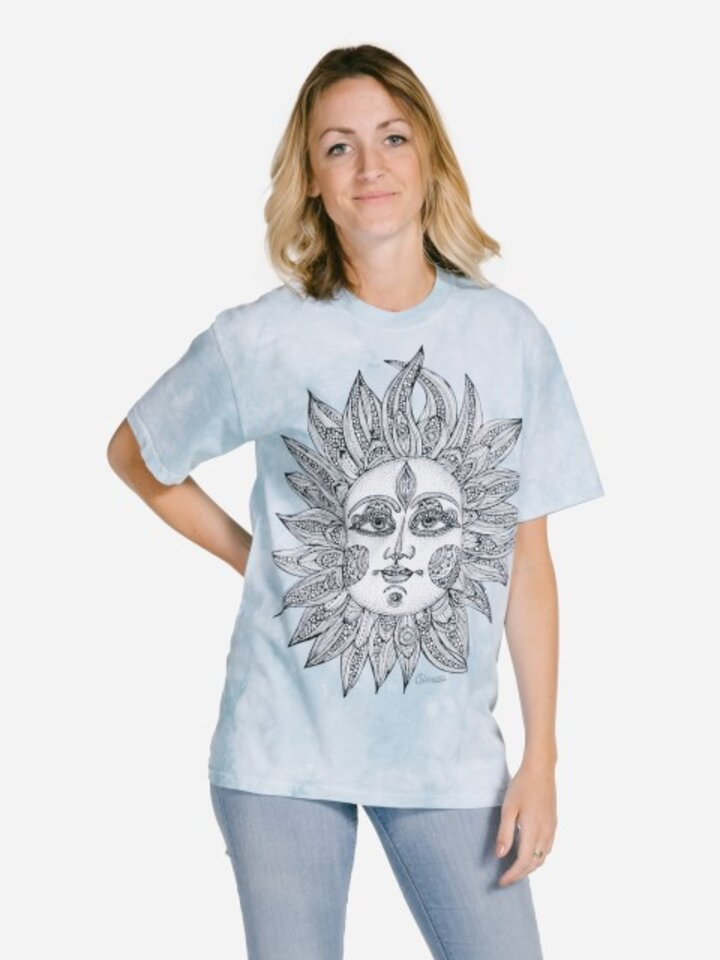 Potešte sa týmto kúskom Dedoles Mandala vyfarbovacie tričko Helios