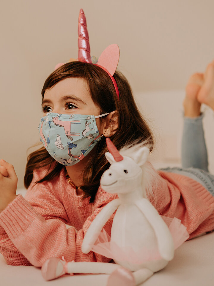 Looking for an original and unusual gift? The gifted person will surely surprise with Kids' Face Mask Unicorn