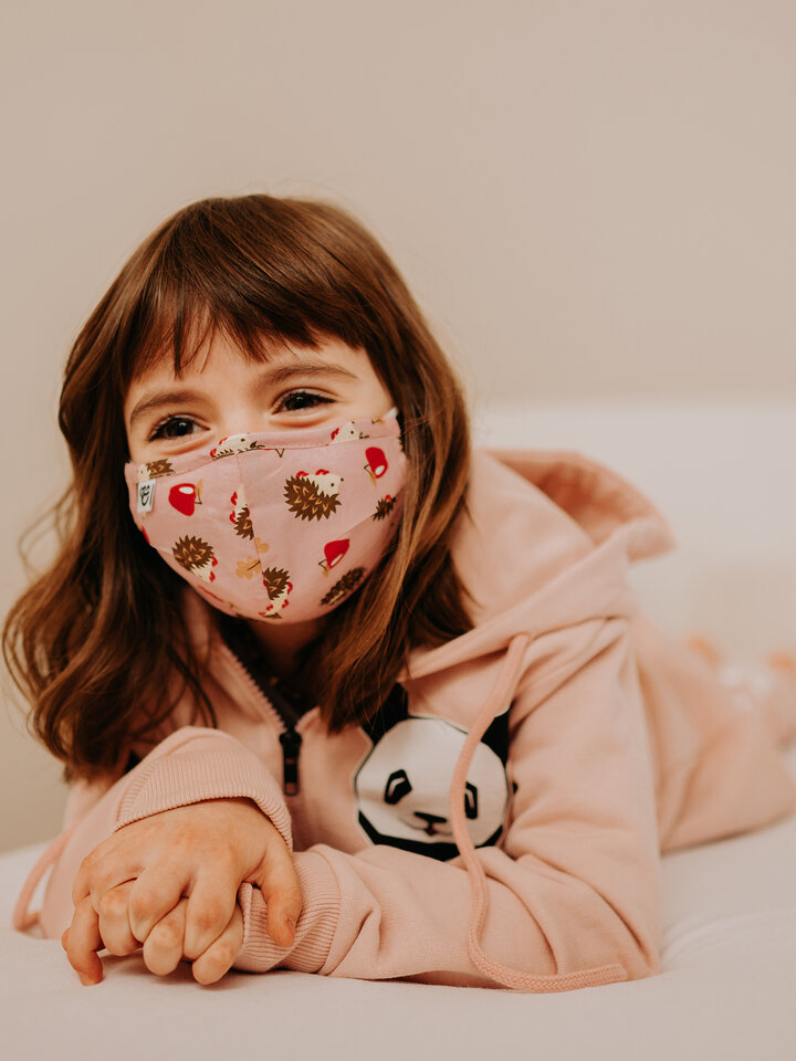 Výnimočný darček od Dedoles Vesela dječja maska za lice Jež