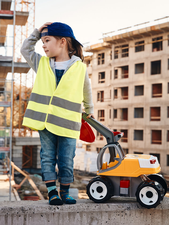 Looking for an original and unusual gift? The gifted person will surely surprise with Kids' Socks Excavator