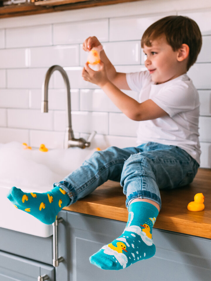 Looking for an original and unusual gift? The gifted person will surely surprise with Kid's Socks Ducks