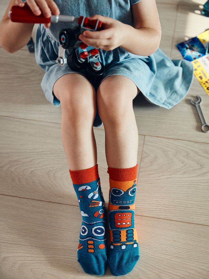 Looking for an original and unusual gift? The gifted person will surely surprise with Kids' Socks Robot