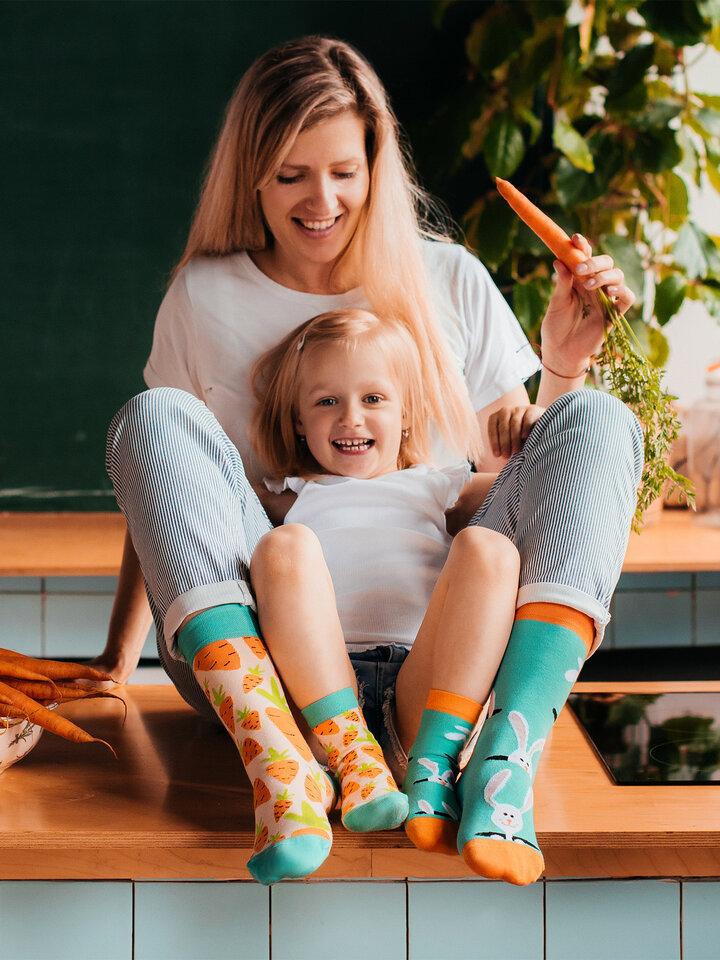 Potešte sa týmto kúskom Dedoles Chaussettes rigolotes pour enfants Lapin et carotte