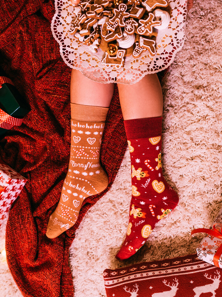 Lifestyle foto Teplé veselé ponožky Perníkový svet
