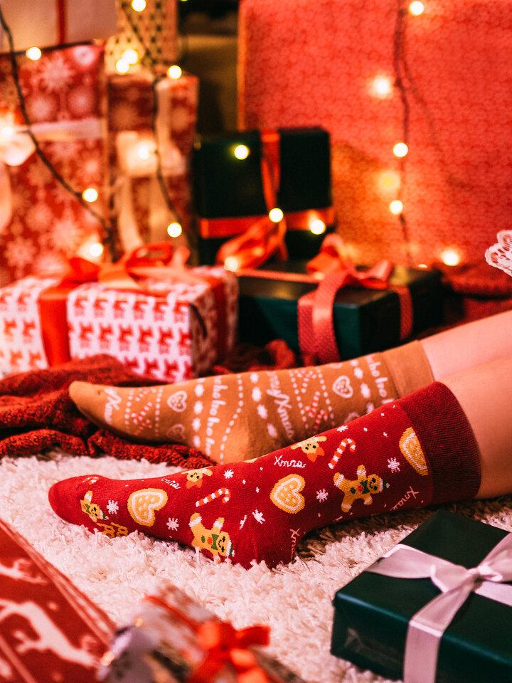 Potešte sa týmto kúskom Dedoles Teplé veselé ponožky Perníkový svet