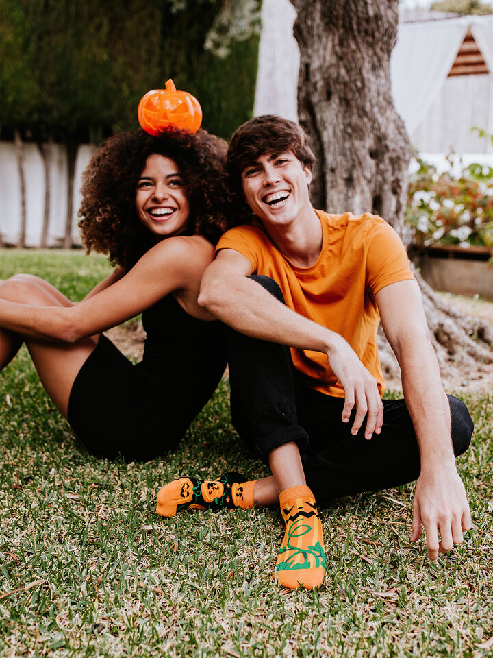Looking for an original and unusual gift? The gifted person will surely surprise with Ankle Socks Halloween Pumpkin