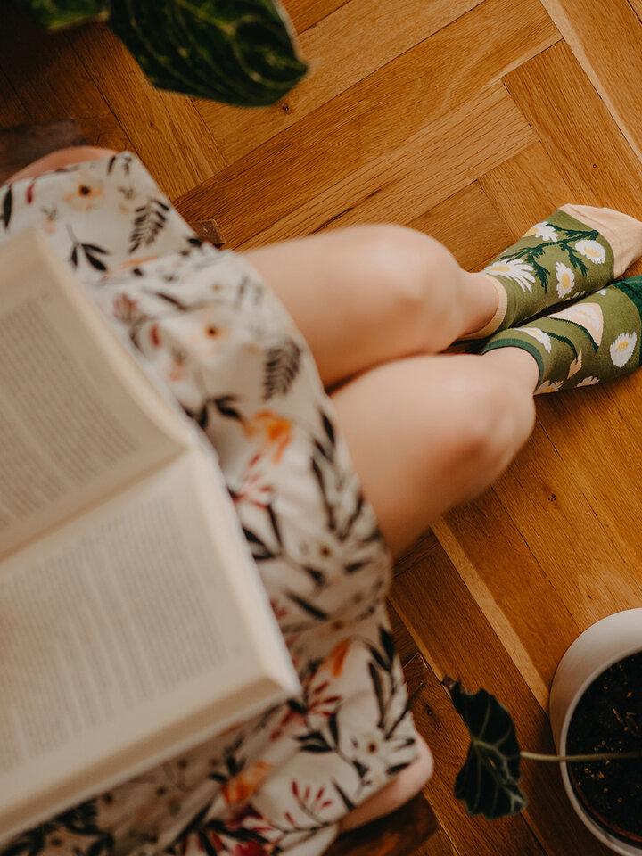 Pre dokonalý a originálny outfit Členkové veselé ponožky Kamilkový čaj