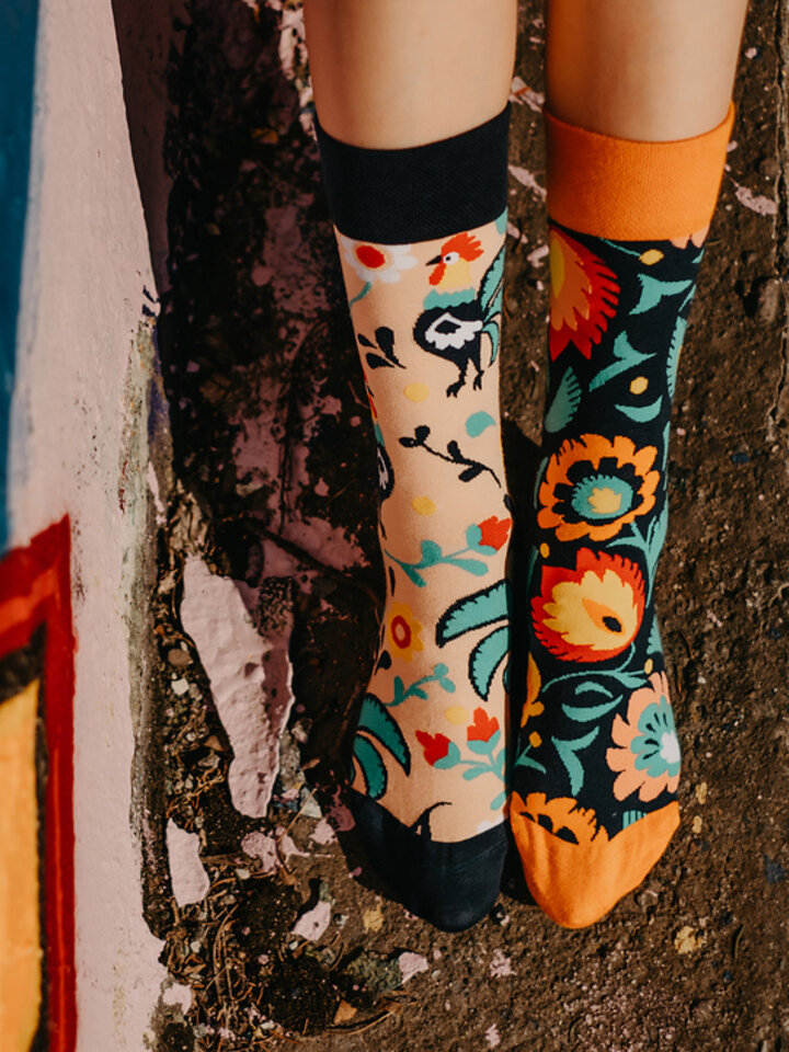 Looking for an original and unusual gift? The gifted person will surely surprise with Regular Socks Folk Rooster