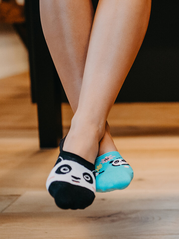 Lifestyle foto Živahne skrite nizke nogavice Panda
