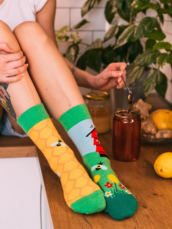 pentru outfit-ul perfect Șosete Vesele din Bumbac Reciclat Stup de Albine
