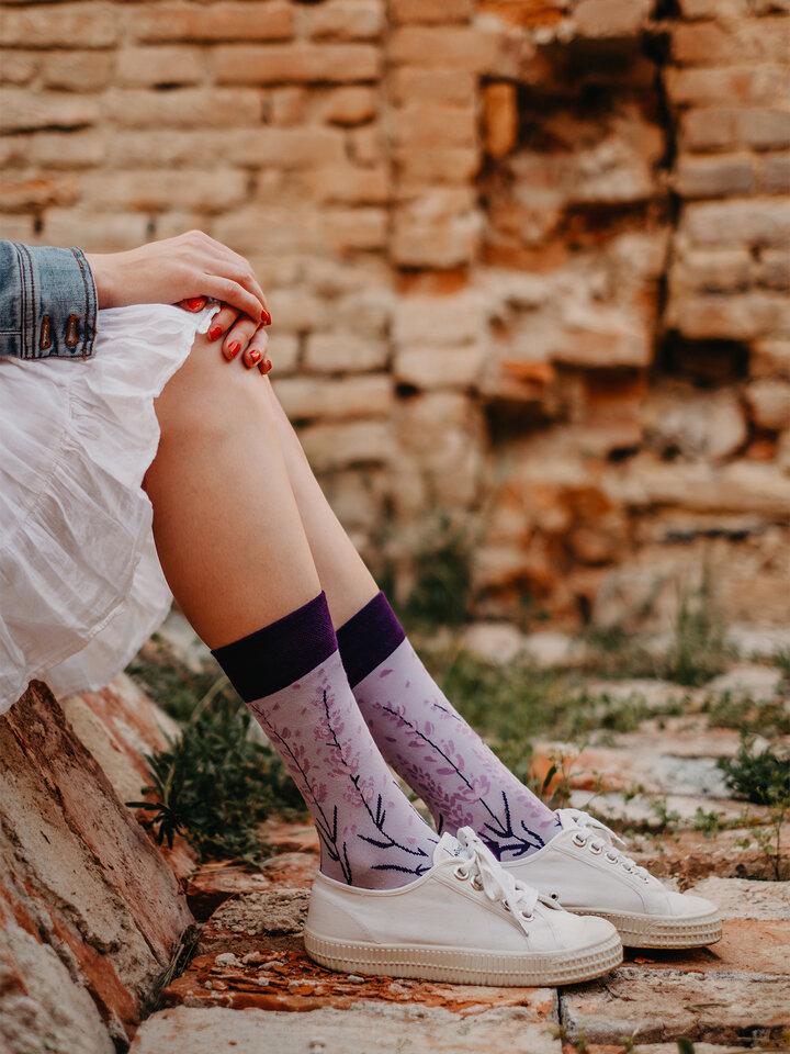 Potešte sa týmto kúskom Dedoles Vesele čarape od bambusa Lavanda