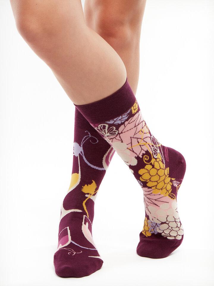 Lifestyle foto Vrolijke sokken Rode wijn