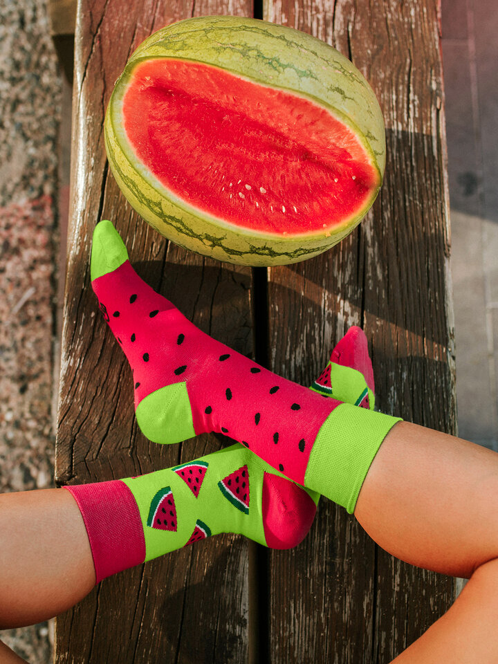 Looking for an original and unusual gift? The gifted person will surely surprise with Regular Socks Watermelon