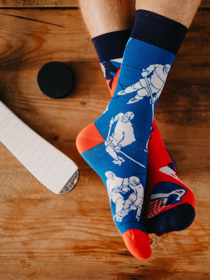 Hľadáte originálny a nezvyčajný darček? Obdarovaného zaručene prekvapí Vesele čarape Hokej na ledu