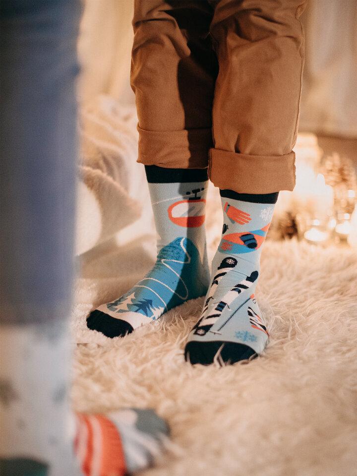 a tökéletes és egyedi ruházathoz Vidám zokni Síelés