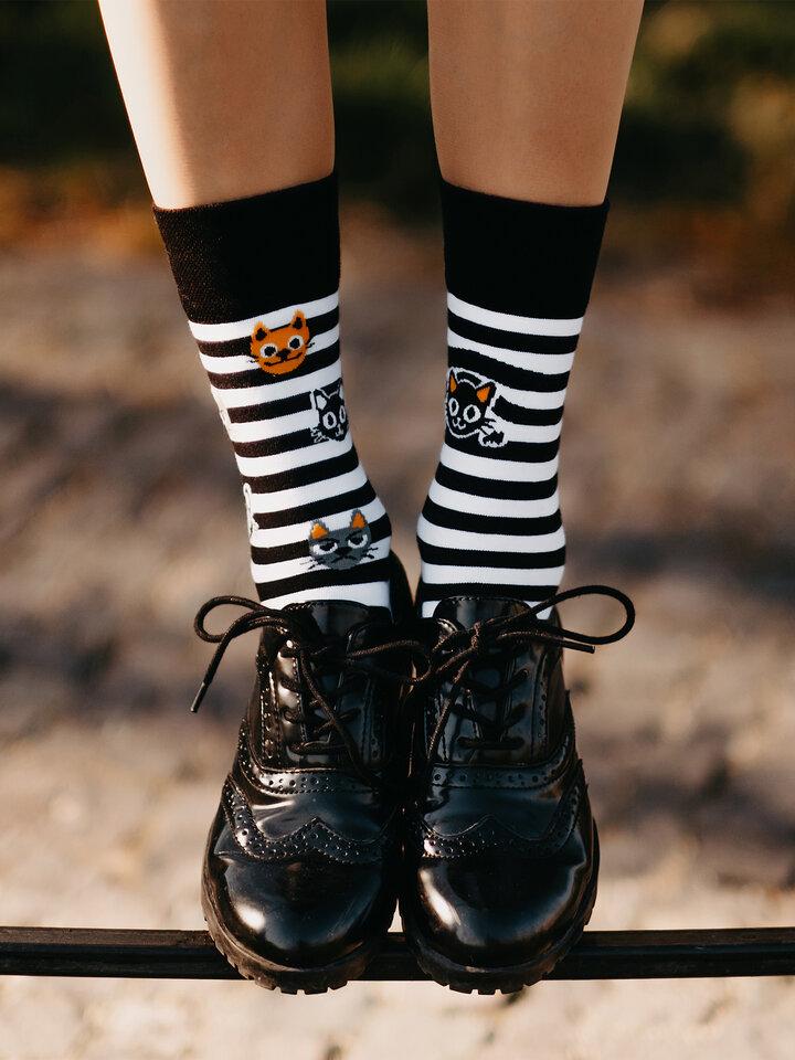 Geschenktipp Lustige Socken Katzen und Streifen