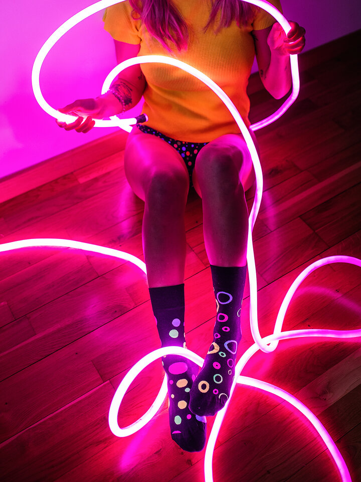 Looking for an original and unusual gift? The gifted person will surely surprise with Regular Socks Neon Dots
