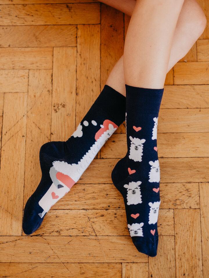 Bereiten Sie sich Freude mit diesem Dedoles-Stück Lustige Socken Schlafendes Lama